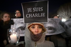People take part in a vigil to pay tribute to the victims of a shooting, by gunmen at the offices of weekly satirical magazine Charlie Hebdo in Paris, in the Manhattan borough of New York